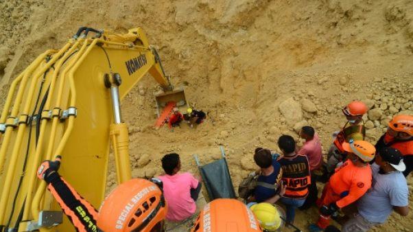 Philippines: au moins 29 morts dans un glissement de terrain, le bilan s'alourdit pour le typhon