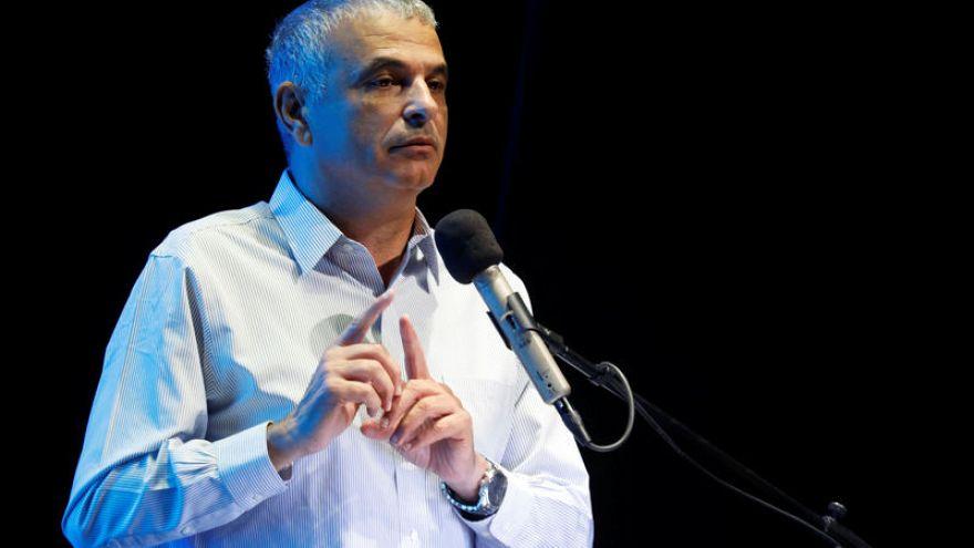 إسرائيل تهدد بخفض تحويلات الضرائب الفلسطينية إذا تم دفع أموال لأسرة فلسطيني قتل مستوطنا