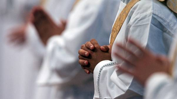 Falso notaio truffa decine di parroci