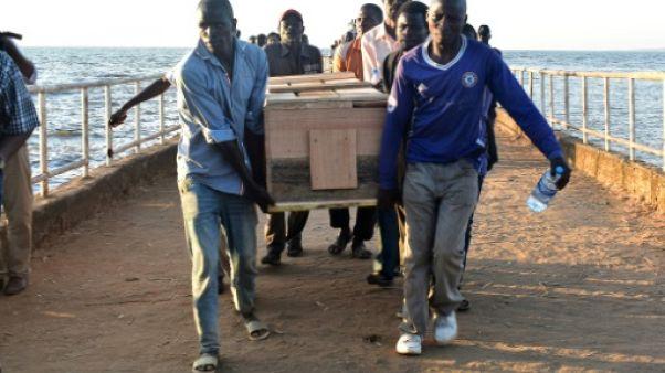 Naufrage sur le lac Victoria: la Tanzanie commence à enterrer ses morts