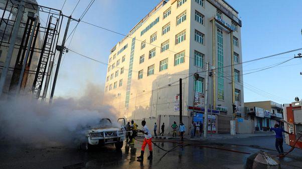 مقتل شخص في انفجار سيارتين ملغومتين بالعاصمة الصومالية