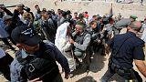 إسرائيل تضع مهلة لإخلاء قرية الخان الأحمر والفلسطينيون يرفضون