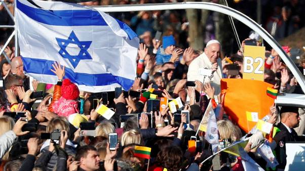Pope pays tribute to victims of Nazis, Soviets in Lithuania