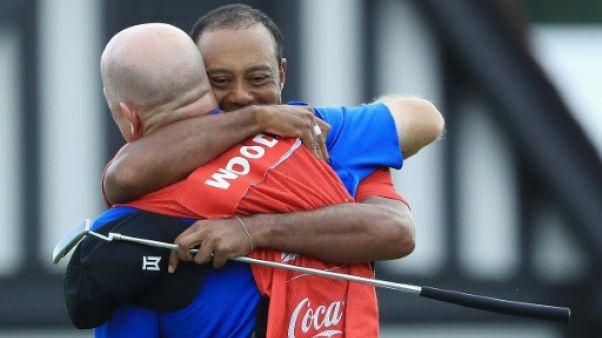 Golf: cinq ans après, Woods renoue avec la victoire