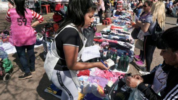 Du troc aux achats en gros, les stratégies des Argentins pour faire face à l'inflation