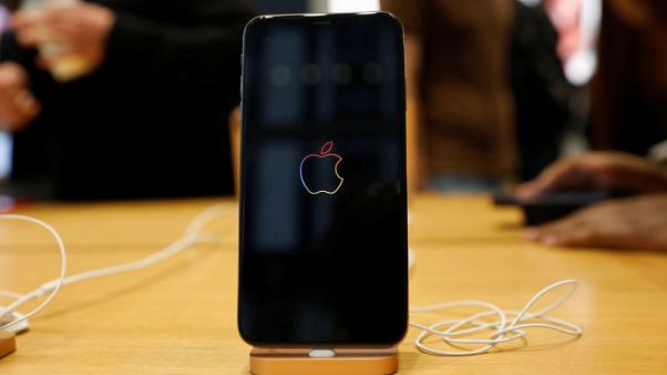 Apple, Salesforce team up to bring Siri to more business apps