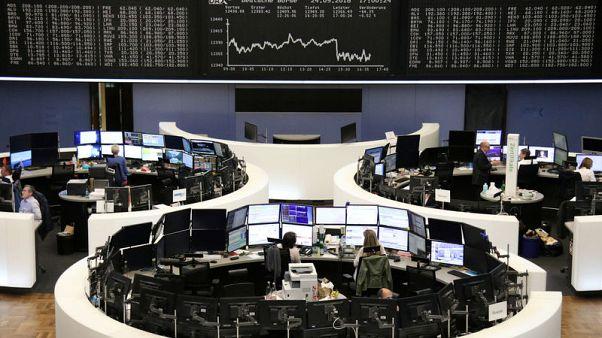 الحرب التجارية تهبط بأسهم أوروبا وسهم سكاي يقفز