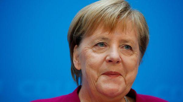 ميركل: يتعين على بريطانيا توضيح ما تريده في الانفصال عن الاتحاد الأوروبي