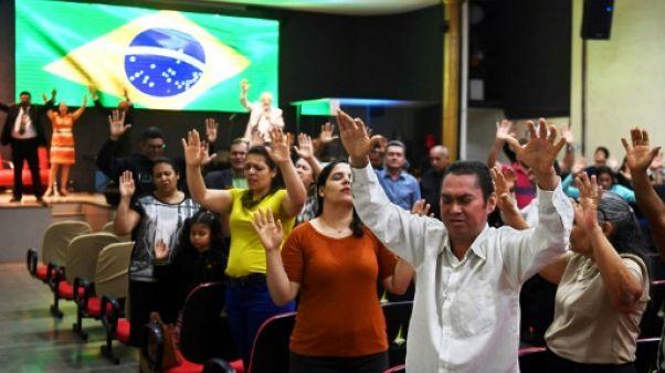 """""""Dieu au-dessus de tous"""": au Brésil, les évangéliques derrière Bolsonaro"""