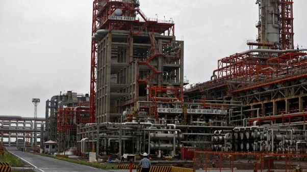 حصري-الهند تخفف قواعد استيراد النفط مع سعيها لخفض التكاليف