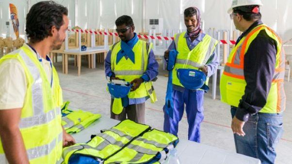 Qatar: des employés du Mondial-2022 sans salaires depuis des mois (Amnesty)