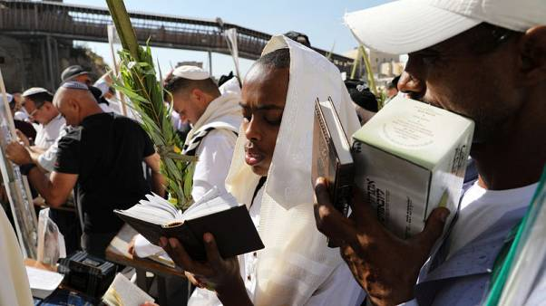 Tens of thousands at Jerusalem's Western Wall for priestly blessing