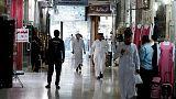 تحليل-من السينما إلى الملابس.. الإصلاحات تغير عادات السعوديين في التسوق