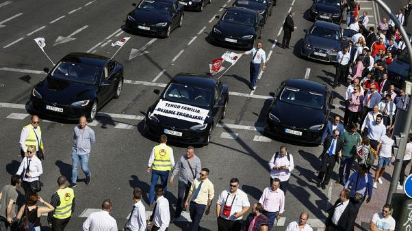 Spain gives Uber and Cabify drivers four years to secure licences