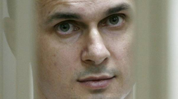 Le cinéaste ukrainien Sentsov, en grève de la faim, hospitalisé