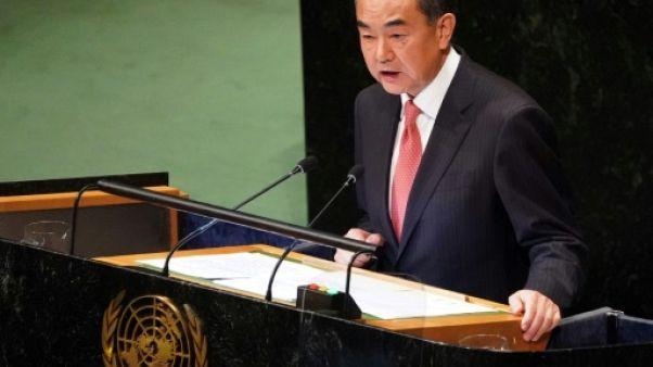 """La Chine dément vouloir détrôner les Etats-Unis, fustige le """"chantage"""" sur le commerce"""