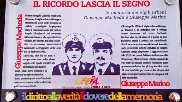 Divelta targa ricordo vigili a Reggio C.