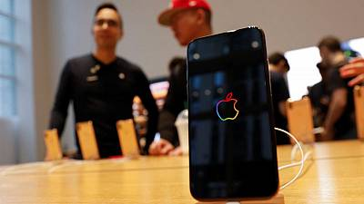 U.S. trade judge declines to block iPhone imports