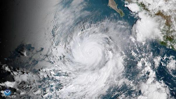 الإعصار روزا يتجه نحو باها كاليفورنيا ويضعف في المحيط الهادي