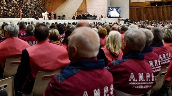 Papa: senza legalità danneggiati ultimi