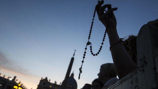 Papa chiede preghiere,superare divisioni