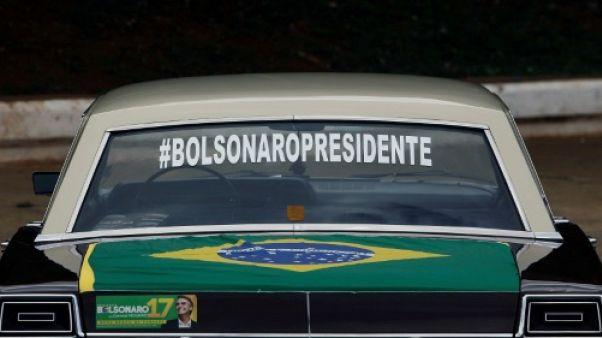 Brésil: le candidat d'extrême droite Bolsonaro quitte l'hôpital