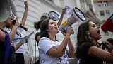 """""""Non, pas lui!"""", les Brésiliennes en masse dans la rue contre Bolsonaro"""