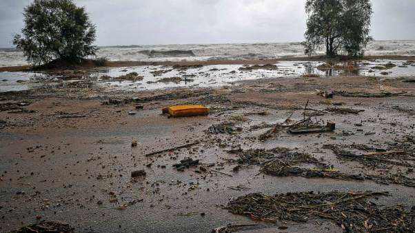 عاصفة تسبب سيولا في اليونان وأنباء عن ثلاثة مفقودين
