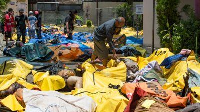 Séisme en Indonésie: au moins 832 morts, enterrements de masse prévus