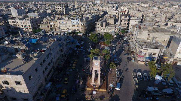 أول جماعة مسلحة تبدأ الانسحاب من المنطقة منزوعة السلاح بشمال غرب سوريا