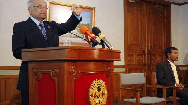 محكمة بالمالديف تفرج عن الرئيس السابق بكفالة بعد هزيمة يمين