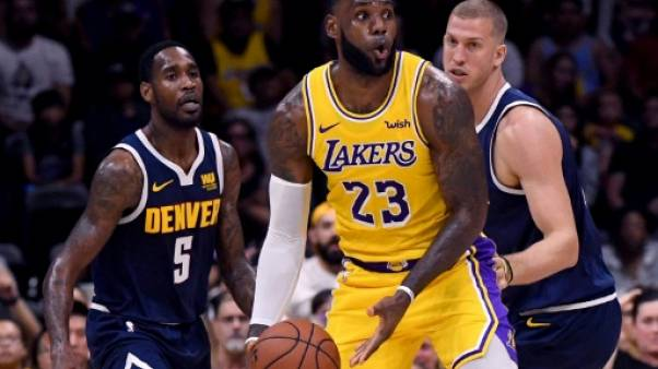NBA: LeBron James brillant mais battu pour ses débuts avec les Lakers