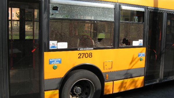 Schianto tra bus, studenti in corteo