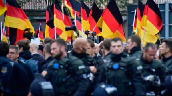 """Allemagne: un groupuscule """"terroriste"""" néonazi démantelé"""