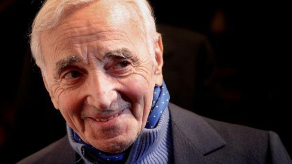 وفاة المغني الفرنسي أزنافور عن 94 عاما