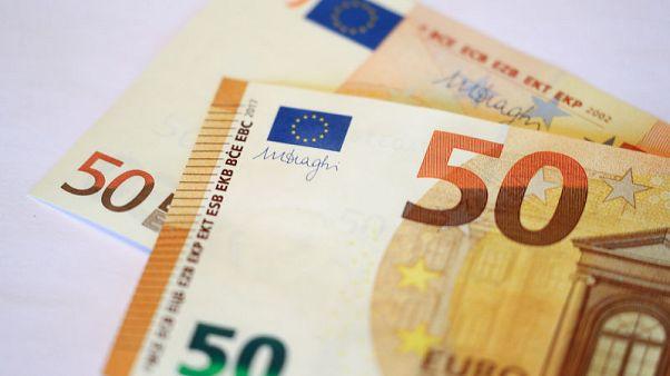 اليورو يهبط لأدنى مستوى في 6 أسابيع متضررا من مخاوف بشأن إيطاليا