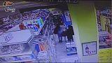 Rubavano in supermarket, 4 arresti