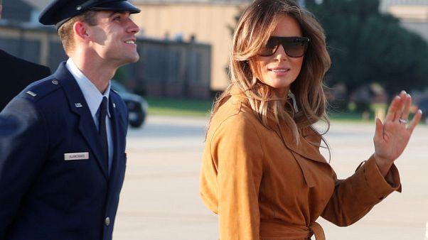 سيدة أمريكا الأولى توزع الابتسامات في أول جولة لها بأفريقيا