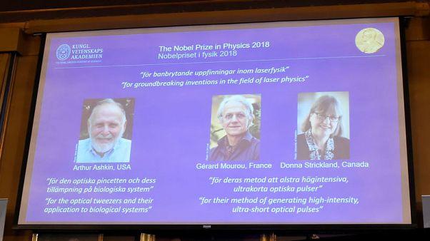 العلماء الثلاثة الفائزون بجائزة نوبل للفيزياء