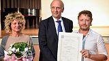 Bussetti dà diploma a compagne Martina
