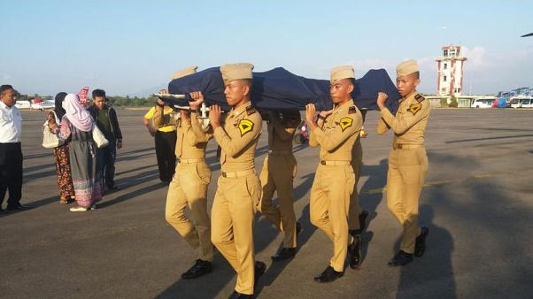 Pilot hails take-off 'guardian angel' who died in Indonesia quake