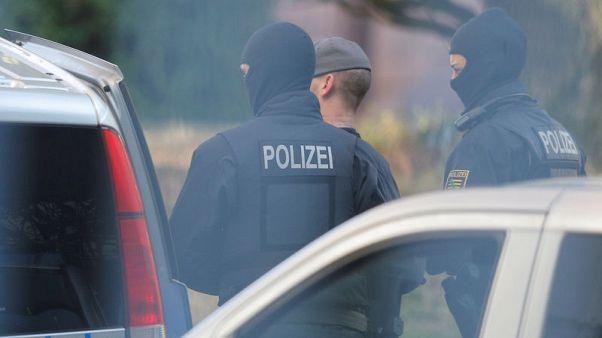 ألمانيا تعتقل شخصا ثامنا تشتبه بأنه على صلة بجماعة هاجمت أجانب