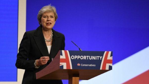 Face au Brexit, Theresa May appelle ses troupes à l'unité