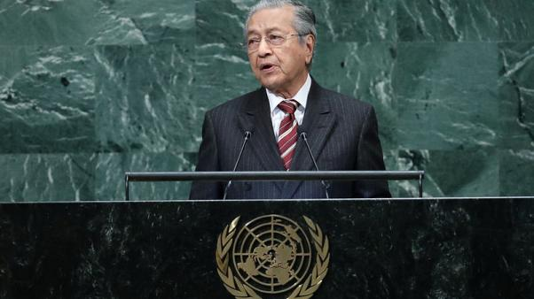 Back to old habits, Malaysia's Mahathir calls Jews 'hook-nosed'