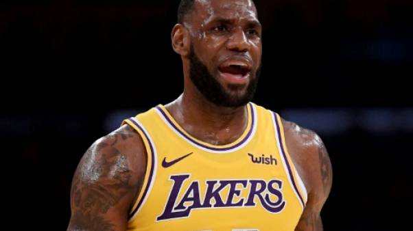 NBA: LeBron James a joué son premier match au Staples Center