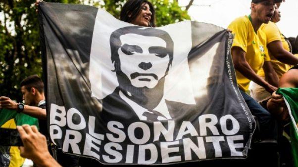 Brésil: Bolsonaro grimpe dans les sondages, les marchés euphoriques