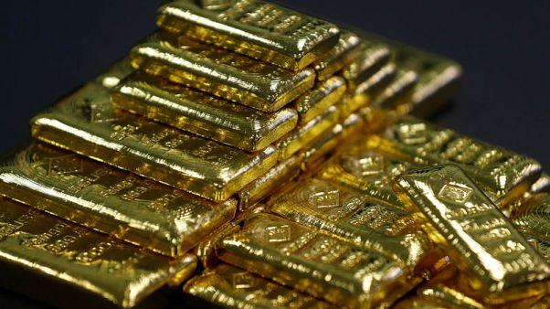 الذهب يهبط مع تراجع إقبال المشترين بعد انحسار أزمة إيطاليا