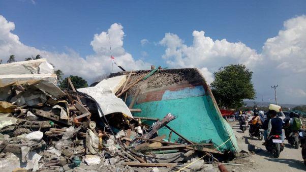 وكالة: ارتفاع عدد قتلى زلزال وتسونامي في سولاويسي الإندونيسية إلى 1407