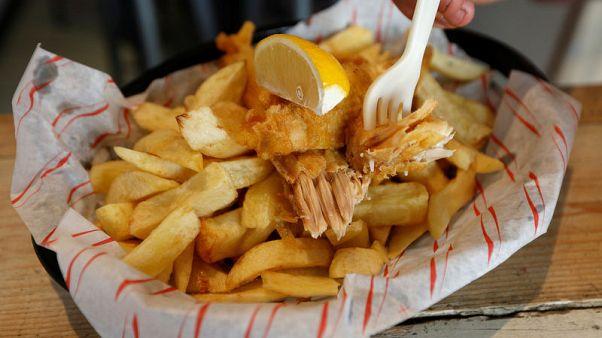 """مطعم بريطاني يقدم وجبة السمك والبطاطا الشهيرة للنباتيين """"بدون سمك"""""""