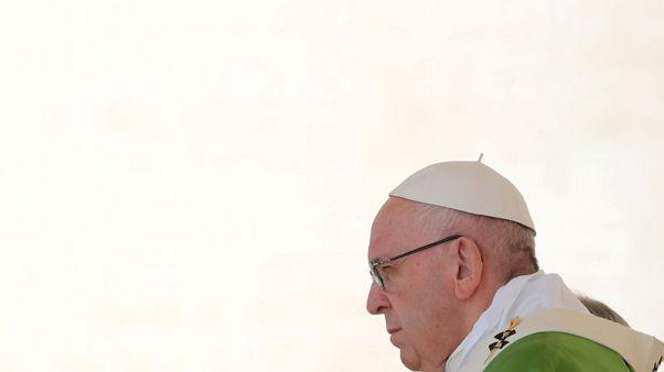 البابا يفتتح تجمعا للأساقفة في جو مشحون بفضائح الانتهاكات الجنسية